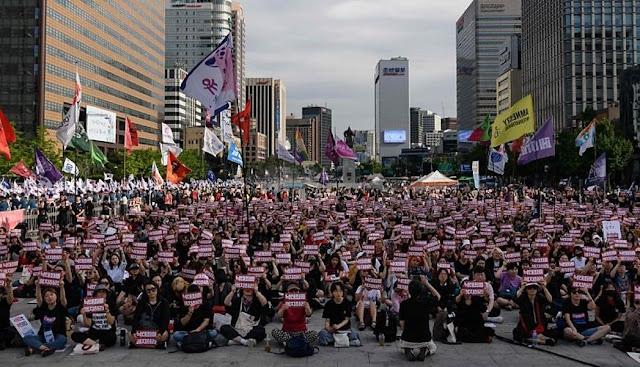 Corea del Sur: Mujeres protestan por filmaciones íntimas ilícitas