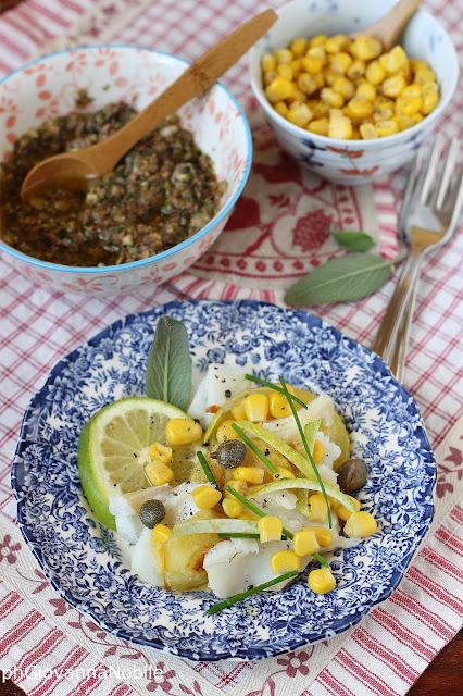 Baccalà tiepido con patate croccanti, paté di olive e chicchi di mais