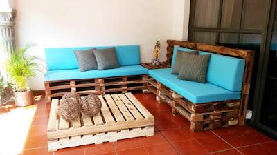 Lounge for terrace with pallets