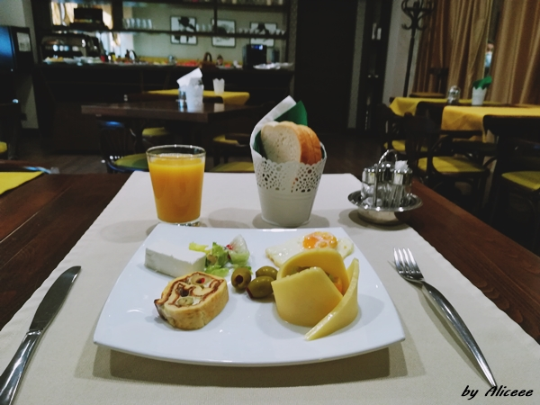 mic-dejun-restaurant-Capitolina-Chic-Hotel