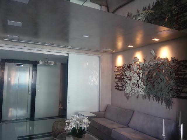 Marmorato cinza em tetos e paredes