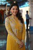 mehreen kaur latest glam pics-thumbnail-11