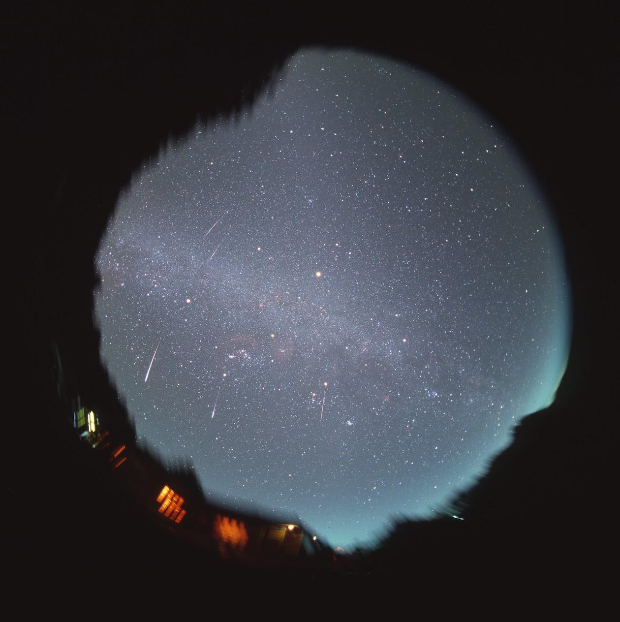 屋頂上的天文學家: 英仙座流星雨