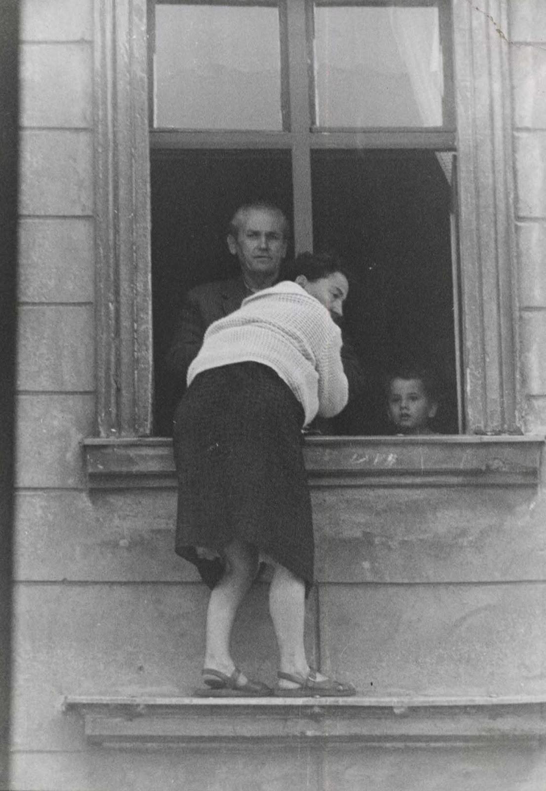 La madre fue la primera que saltó. En esto puedes ver a Willy y Michael, de 4 años.