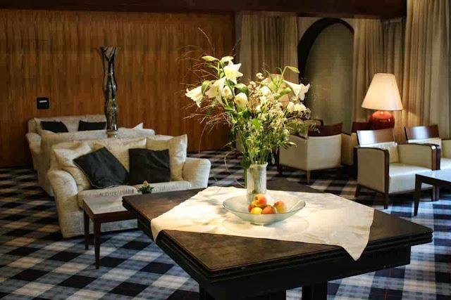 Gemütliche Sitzecken in der Lobby des Berghotel Tulbingerkogel © Copyright Monika Fuchs, TravelWorldOnline