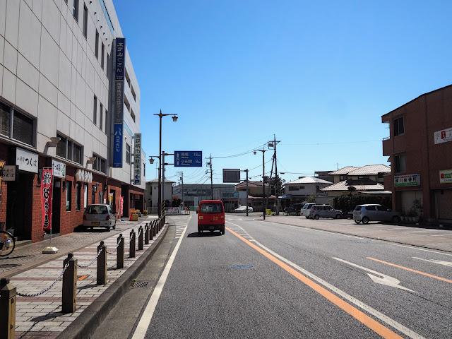 大雄山駅前