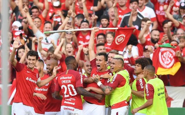 Internacional vence São Paulo de virada e a luta pelo título segue.