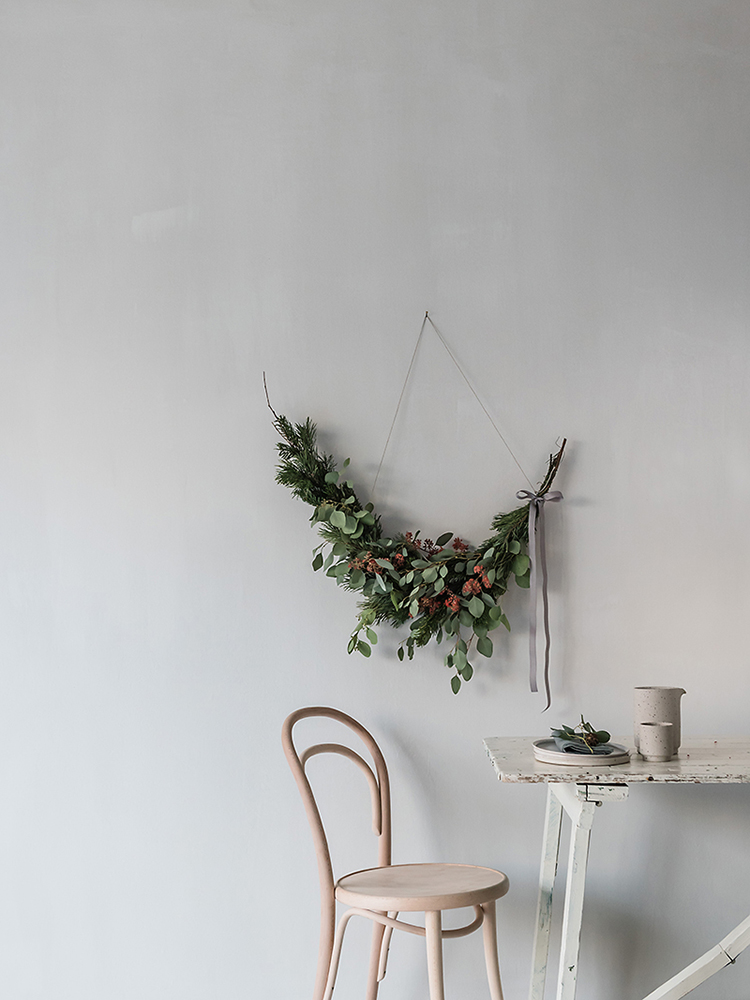 Asymmetrical wreath by Anna Cor via Ollie And Sebs Haus