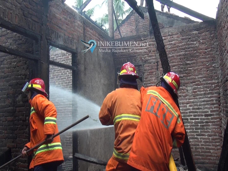 Lagi Nyantai, Salimun Tak Sadar Rumahnya Kebakaran