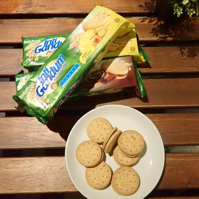 Inti Gandum Indofood, Cemilan Sehat Untuk Keluarga. Bila anak senang jajan, pilih juga jajanan yang sehat.