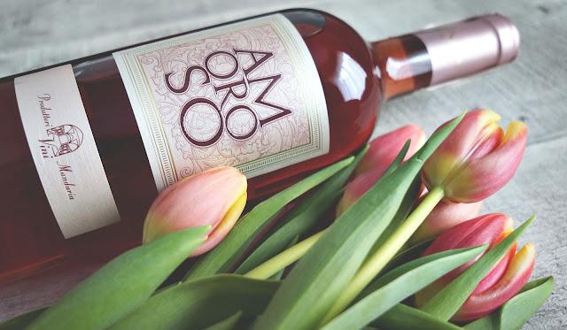 Wytrawne różowe wino idealne na Walentynki i na letnie wieczory.