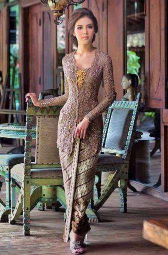 10 Inspirasi Model Kebaya Lamaran Simpel Tapi Mewah Heizyi Com