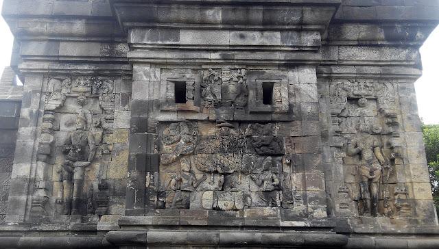 Relief pada dinding Candi Pawon