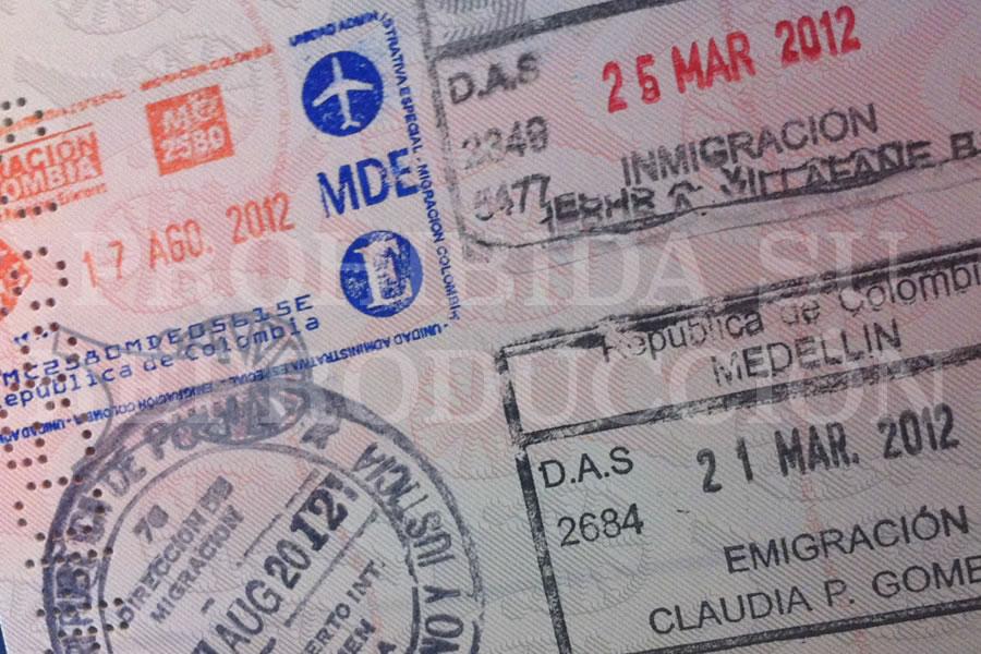 Página de un pasaporte. Foto por Juan Carlos Morales S.