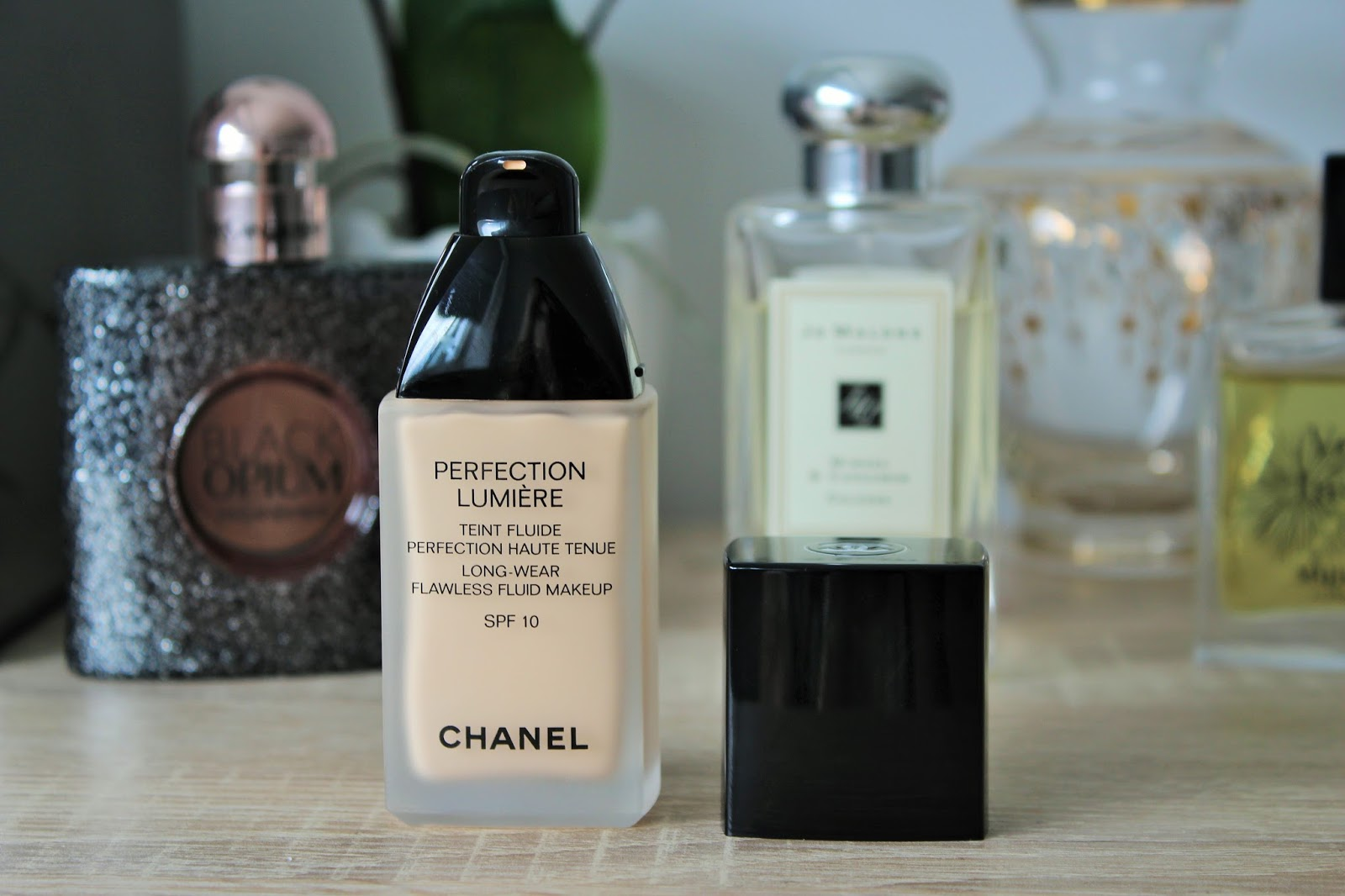 Chanel Perfection Lumiere Foundation Review 3
