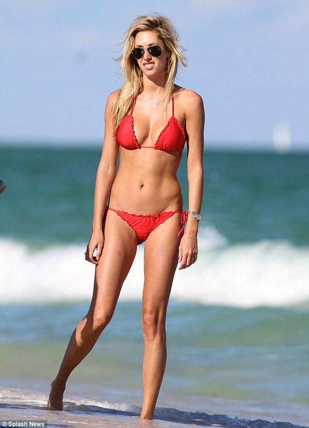 Tall skinny girl makes herself cum 2