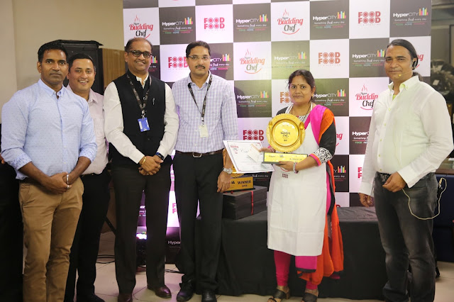 HyperCITY Budding Chef- Mumbai_(L-R)_Pradeep Das, Manoj Jain,, Hemant Ta...