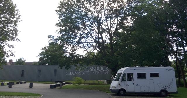 A les portes del camp de concentració