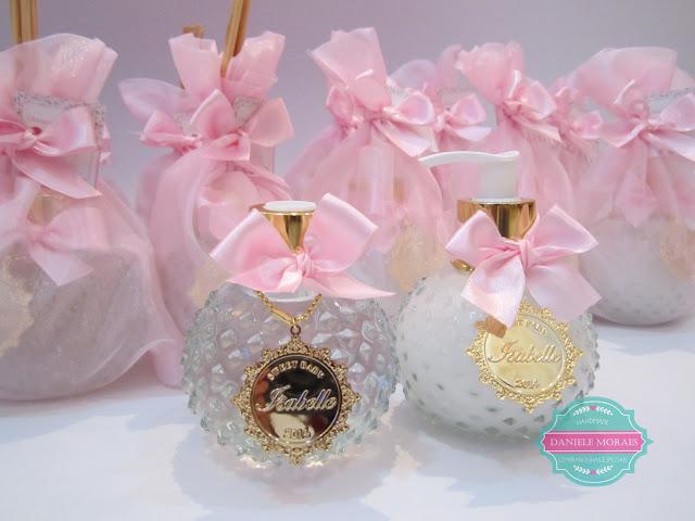 medalha personalizada de casamento, lembrancinha de bebe, home spray, sabonete líquido, aroma, lembrancinha de luxo, maternidade, gravida