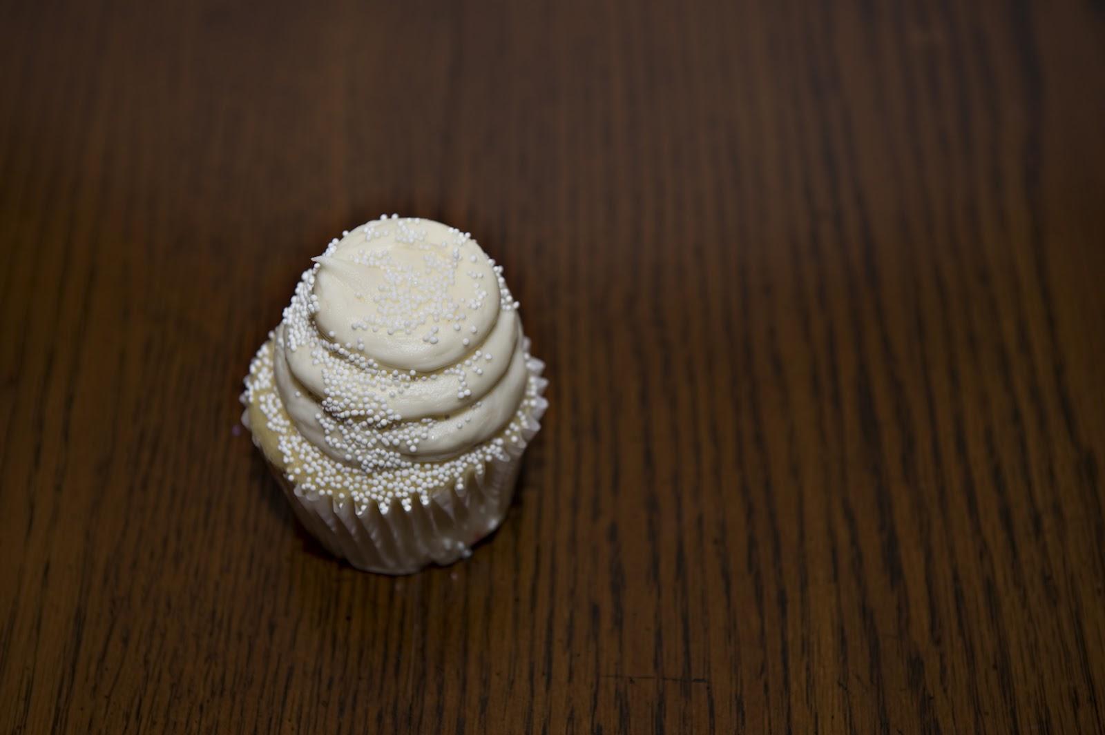 A Snap Happy Mom S Life Gigi S Wedding Cake Cupcake
