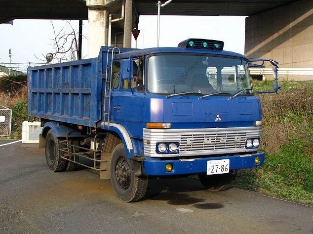 gambar truk fuso tua klasik
