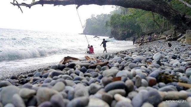 pantai lubang ambon