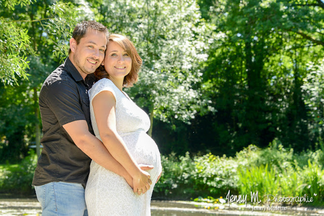 shooting grossesse, photo en extérieur futurs parents
