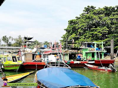 Pemandangan sekitar jeti Kuala Besut untuk ke Pulau Perhentian