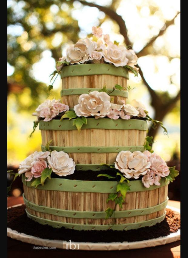 Wedding Cake dengan Tema Kebun yang Asri Lengkap Dengan Bunga-bunga
