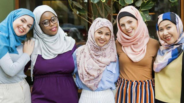 Bantah Islam Teroris, Wanita Non Muslim Ramai-ramai Berhijab