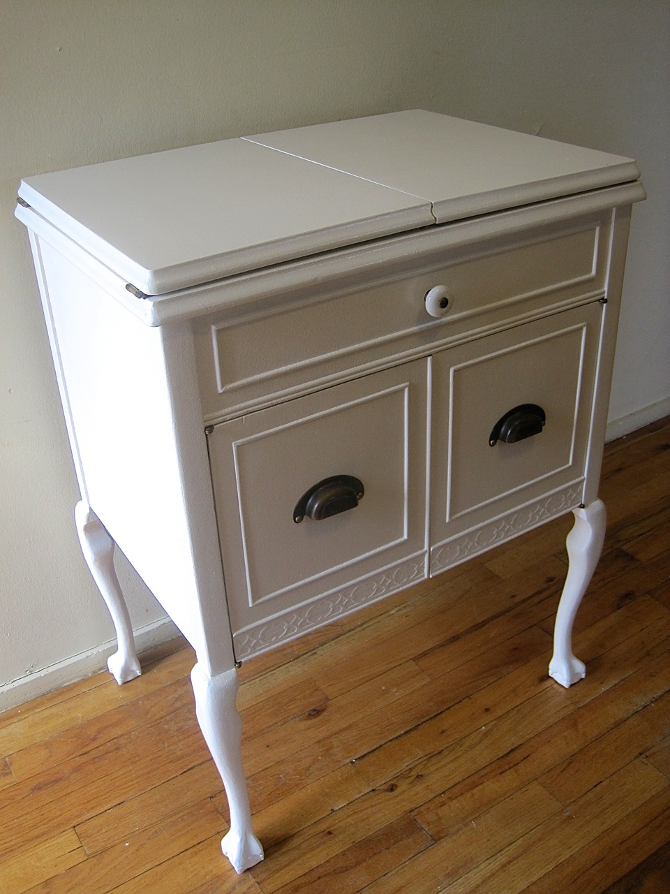 The Project Lady - Sewing Machine Cabinet Makeover