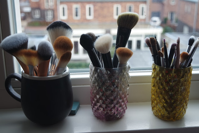 how to organize makeup brushes