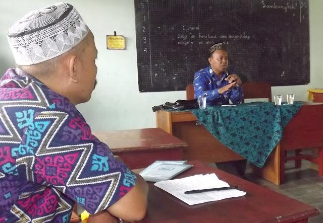 Pembinaan guru dan karyawan SD Muhammadiyah 1 Jember Oleh Ketua PDM, Ust. Kusno