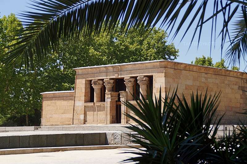 Ägyptischer Tempel von Debod in Madrid im Sommer