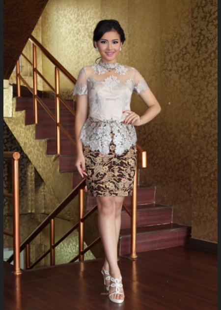 model kebaya remaja lengan pendek dengan paduan rok mini kain tradisional