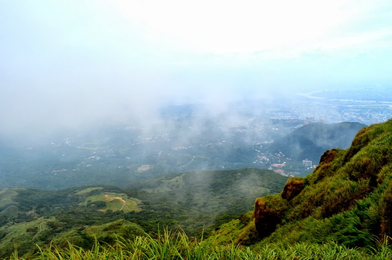 Stunning View - Yangmingshan & Taipei - Breaks in the Cloud