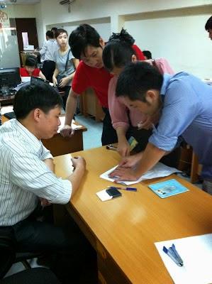 Ông Nguyễn Anh Tuấn - Phó Giám Đốc - Chủ Đầu Tư của Hanoiland và Minh Đại Lộc (áo đỏ)