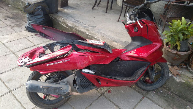 Скутер после удара сзади