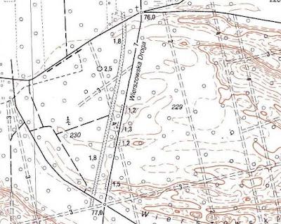 Rów na mapie topograficznej (tuż na zachód od Wierszowskiej Drogi)