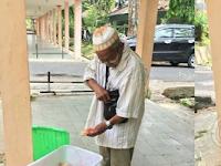 Yang Lihat Bapak Penjual Roti Ini, Jangan Lupa Dibeli Yuk