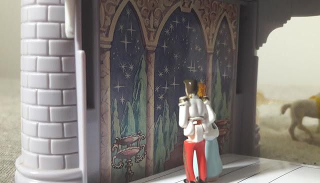 Cinderella e o Príncipe admirando a vista