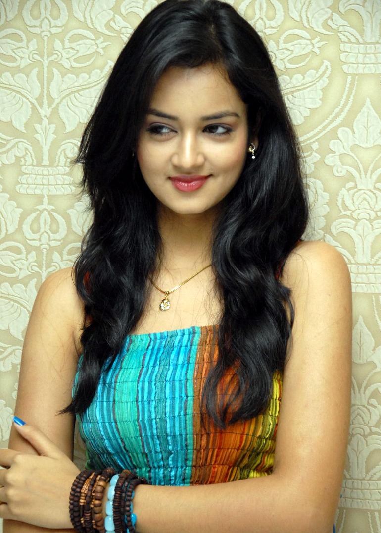 19 Reels: Lovely Heroine Shanvi Latest Photos