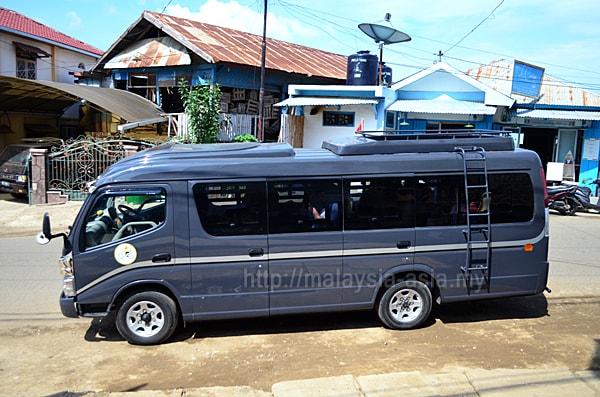 Flores Bus Service