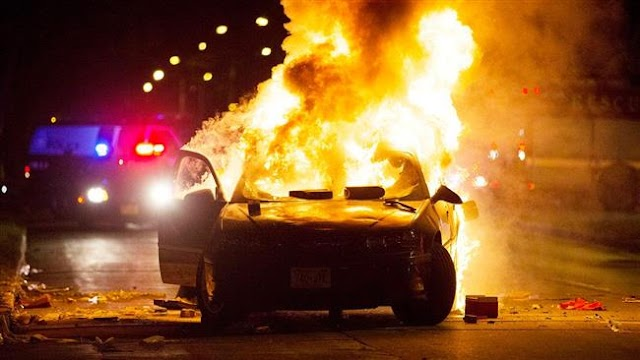 Violence erupts in US city of Milwaukee after police shoot and kill man