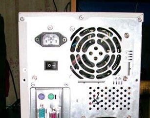 Блок питания компьютера (кулер сзади)