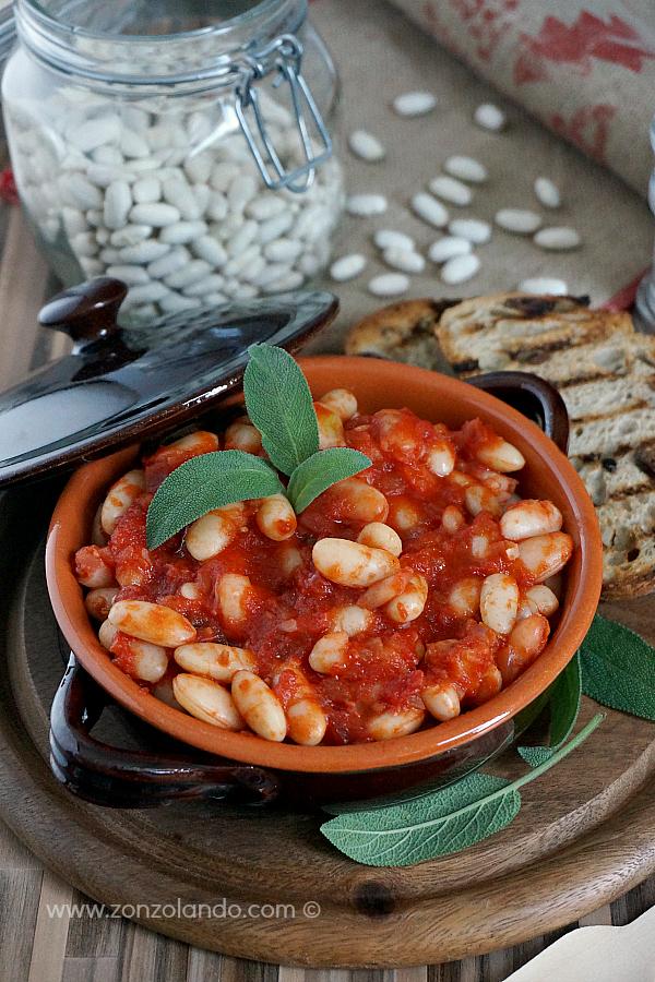 Ricetta dei fagioli all'uccelletto scappato tradizionale toscana typical italian tuscany stewed bean recipe