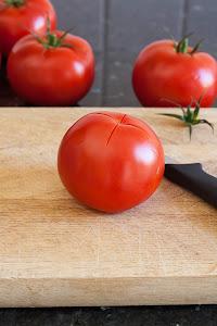 Priprema paradajza za čišćenje