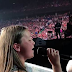 Η Pink άφησε 12χρονο κορίτσι να πει ένα τραγούδι της σε συναυλία και όλο το γήπεδο έλιωσε με τη μαγική φωνή του