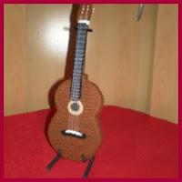 Guitarra española amigurumi
