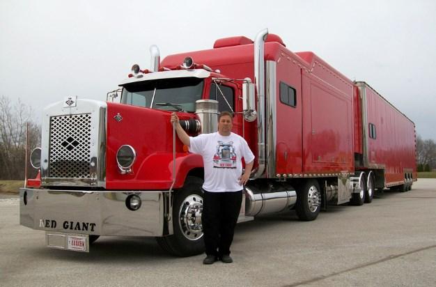 mobil gandeng truk besar dan panjang